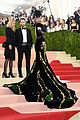 katy perry 2016 met gala carpet 01