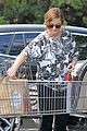 amy poehler stocks up on groceries before the weekend 02