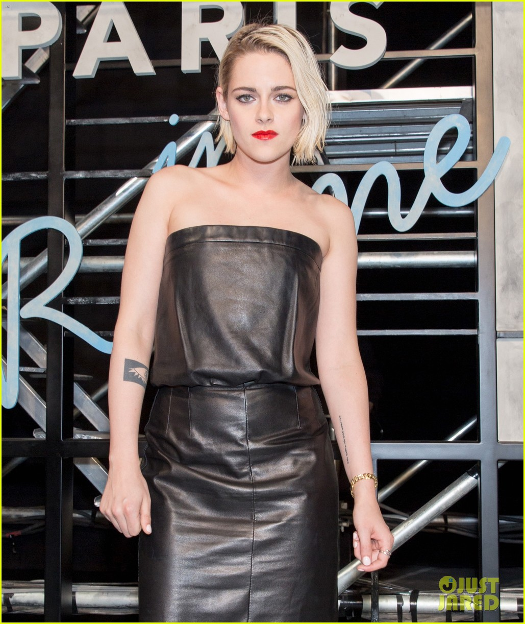 kristen stewart attends chanel paris in rome show in china 03