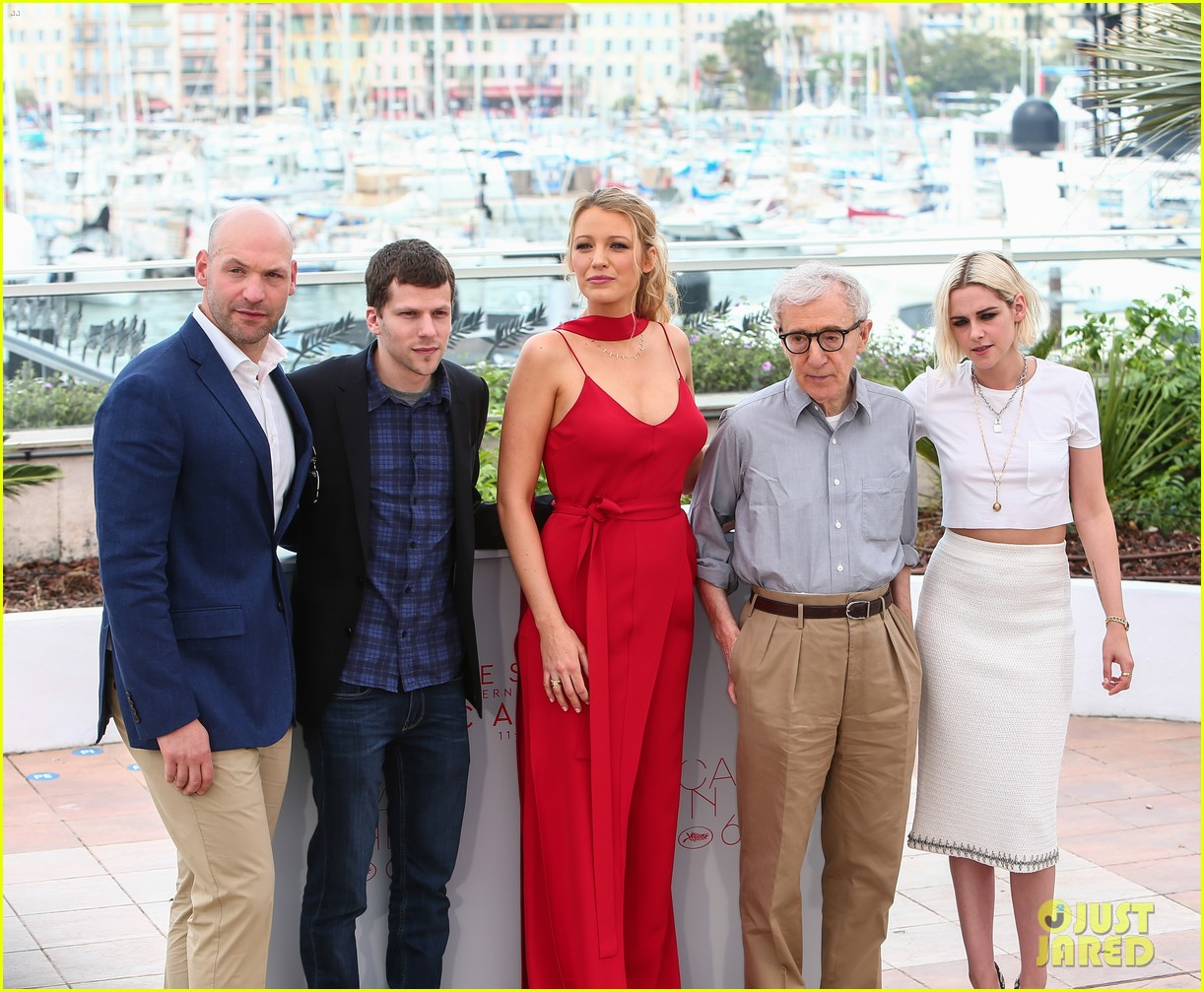 http://cdn02.cdn.justjared.com/wp-content/uploads/2016/05/stewart-csocietycff/kristen-stewart-blake-lively-kick-off-cannes-fest-at-cafe-society-04.jpg