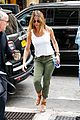 jennifer aniston justin theroux keep busy in the big apple 10
