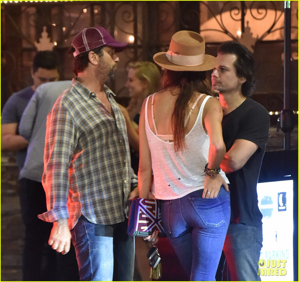 gerard butler morgan brown hang out with his friend len wiseman 183691626