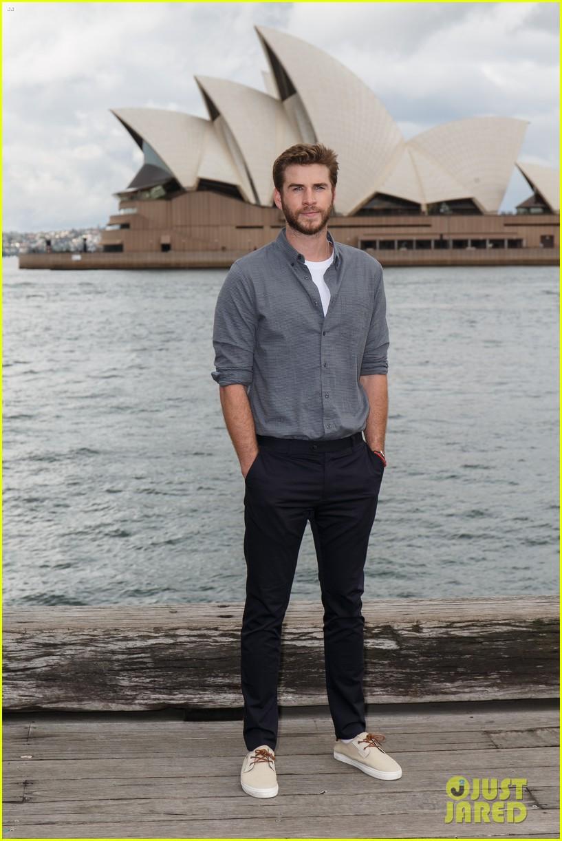 Liam Hemsworth Cheers On Young Aussie Skateboarder: Photo ...