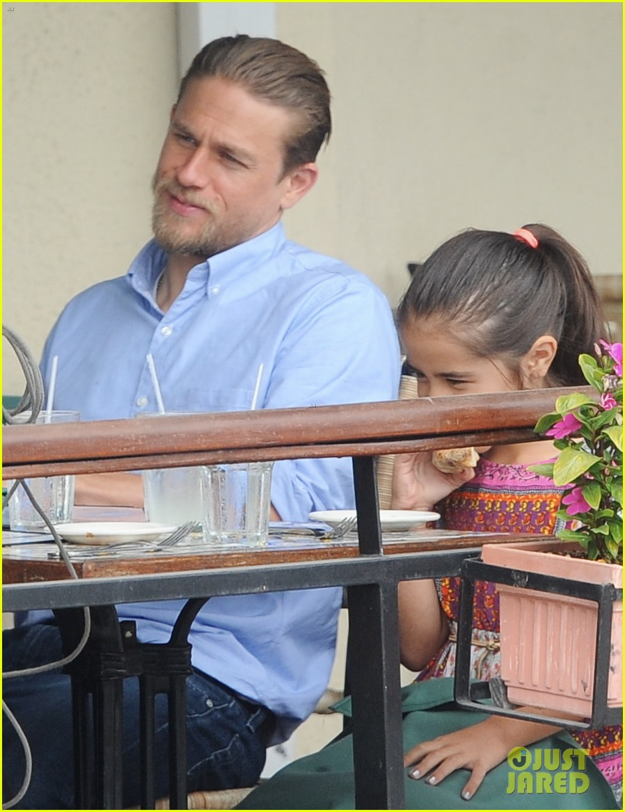 charlie hunnam hits the gym then cleans up for lunch 18