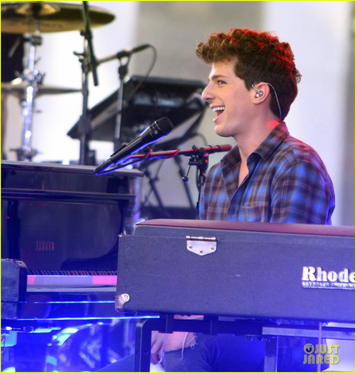 charlie puth performs see you again for the orlando victims on charlie puth performs see you again for the orlando victims on today photo 3685160 charlie puth pictures just jared