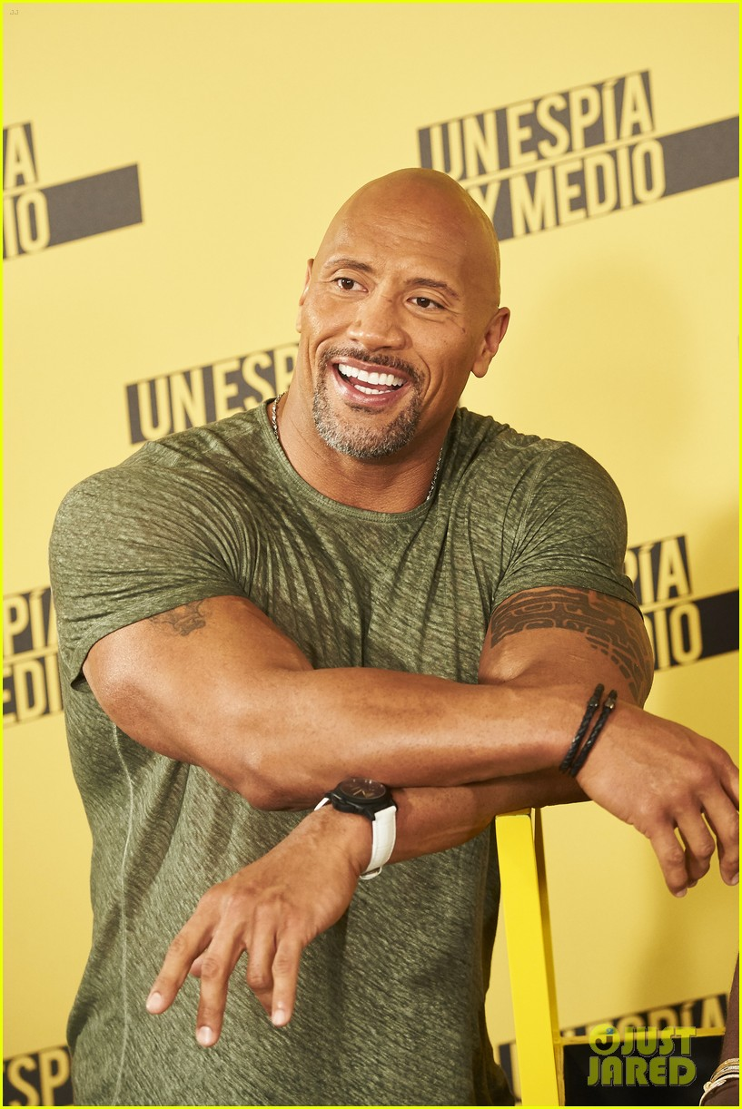 Dwayne the rock johnson warns fans not to interrupt him at the gym dwayne the rock johnson warns fans not to interrupt him at the gym photo 3675802 dwayne johnson kevin hart the rock pictures just jared m4hsunfo