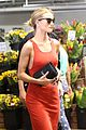 rosie huntington whiteley shops at whole foods 01
