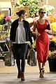 rosie huntington whiteley shops at whole foods 12
