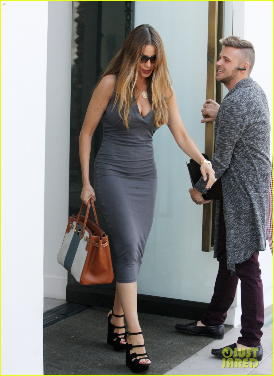 sofia vergara shows off killer curves while furniture shoppi