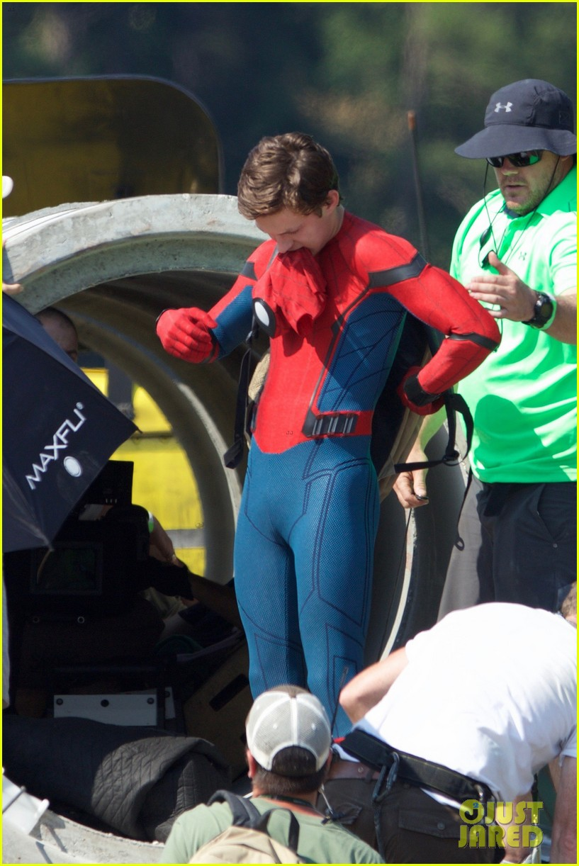 tom holland spider man costume first look set 13