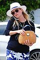 reese witherspoon celebrates her sons elementary school graduation 07