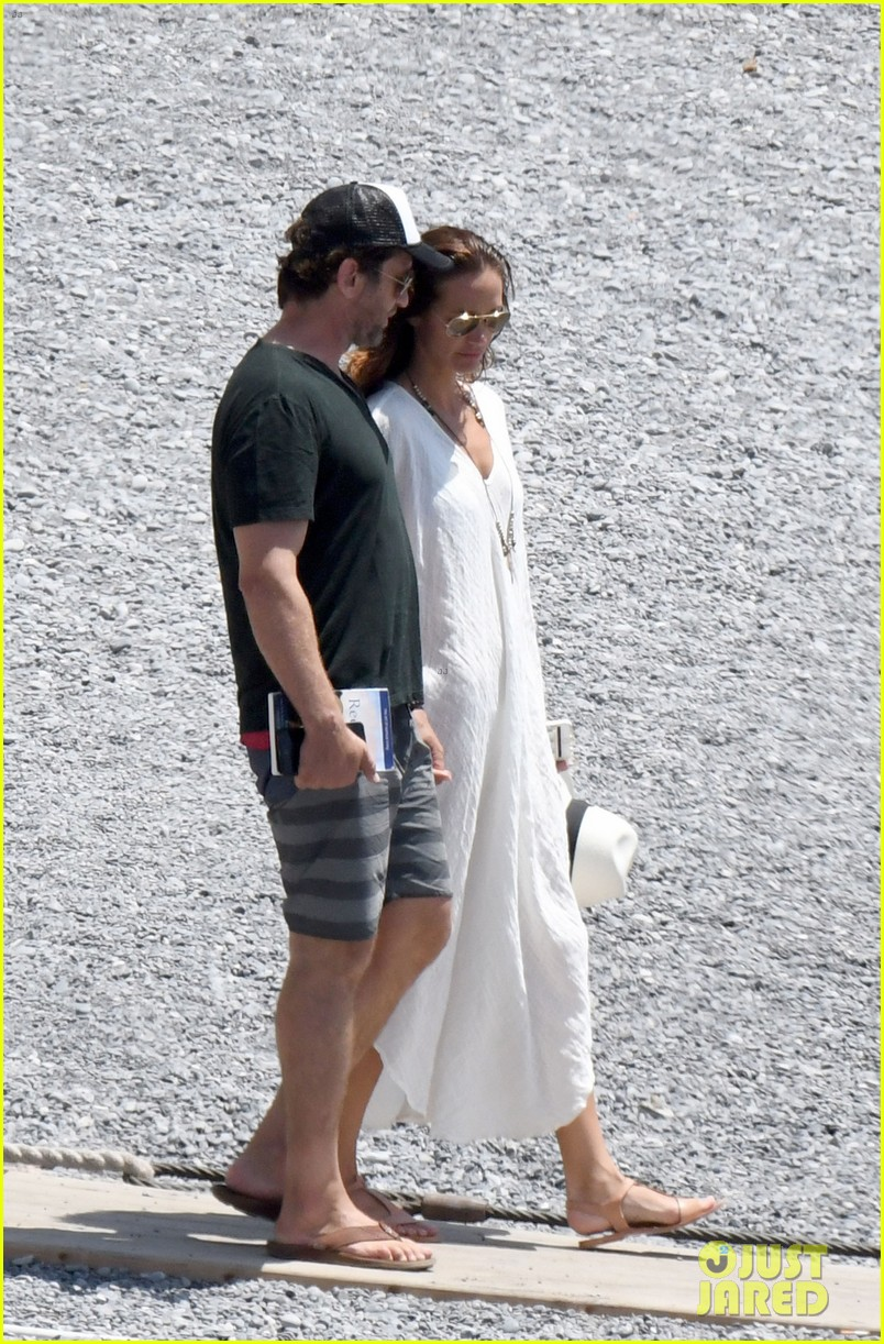 gerard butler girlfriend morgan brown romantic boat ride in italy 013706577
