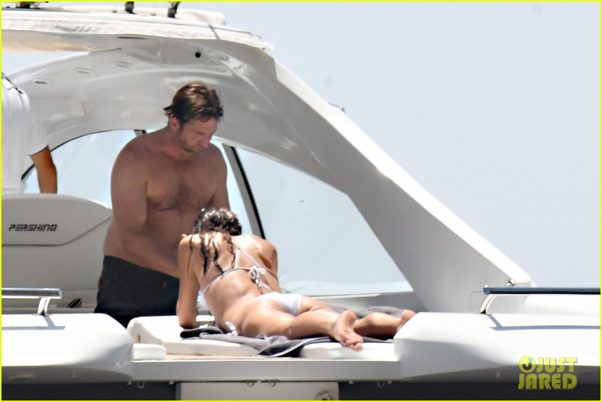gerard butler girlfriend morgan brown romantic boat ride in italy 15