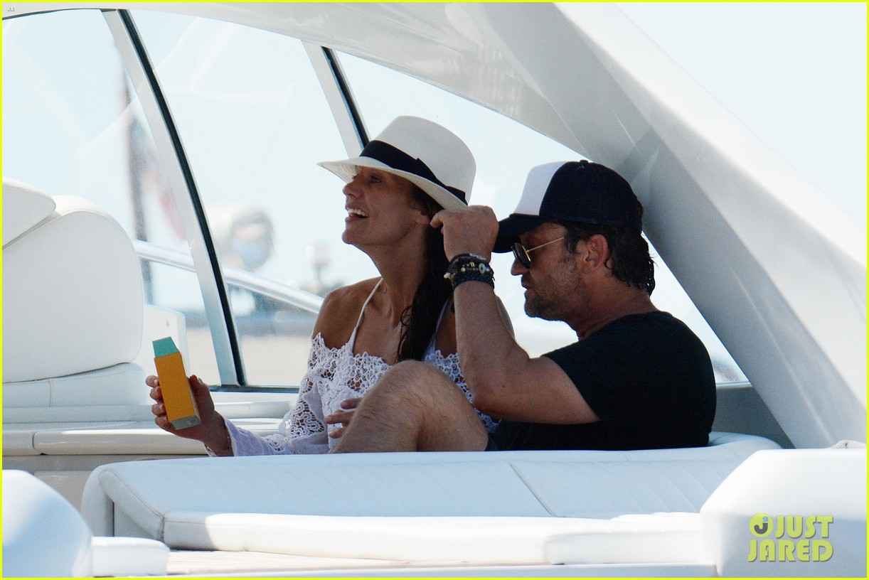 gerard butler girlfriend morgan brown romantic boat ride in italy 273706603