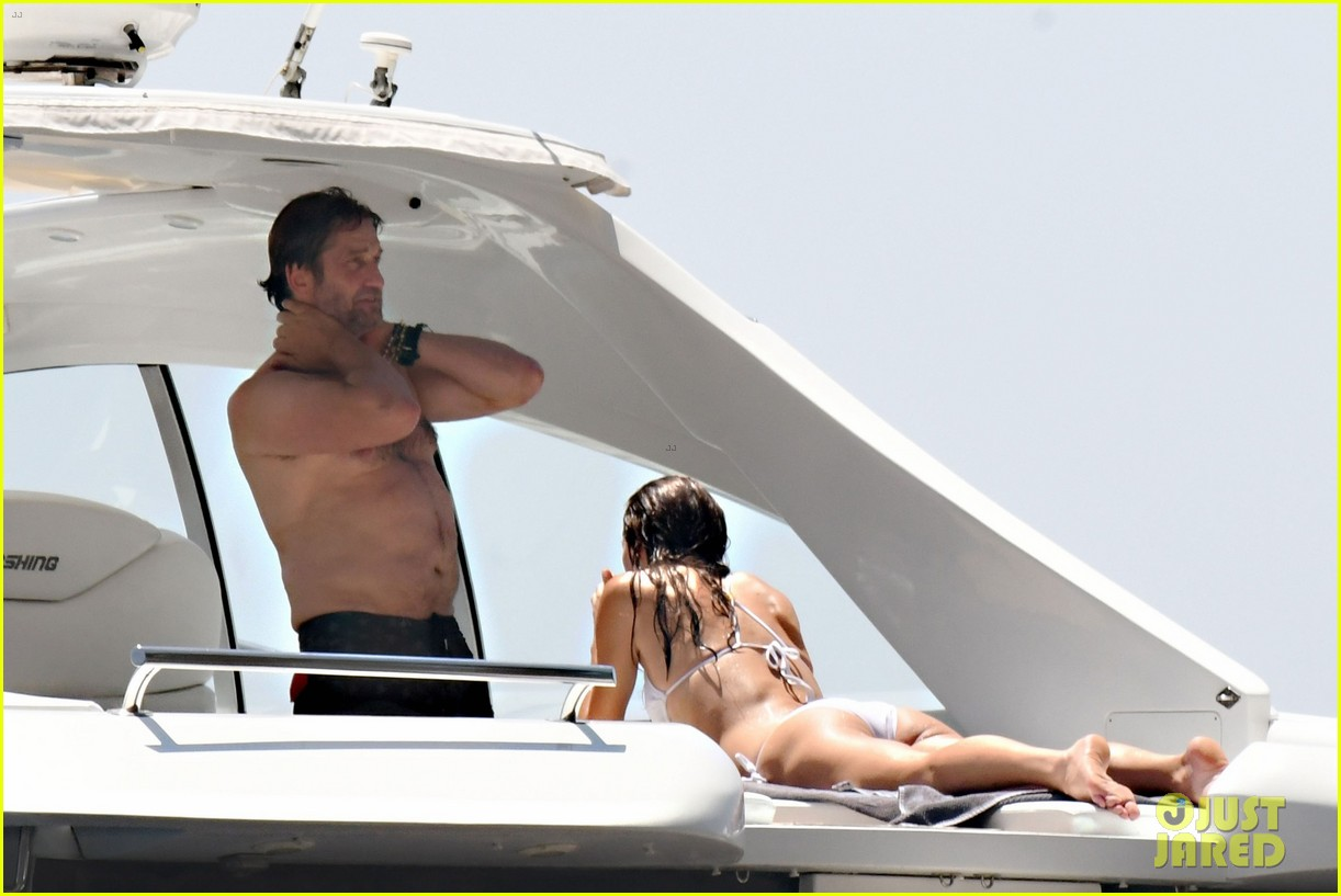 gerard butler girlfriend morgan brown romantic boat ride in italy 313706607