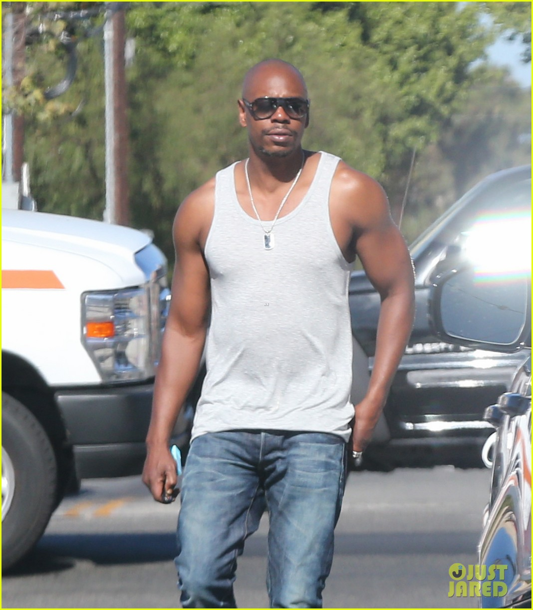 Clinton Chappaqua House Dave Chappelle Shows Off His Buff Biceps In A Tank Shirt