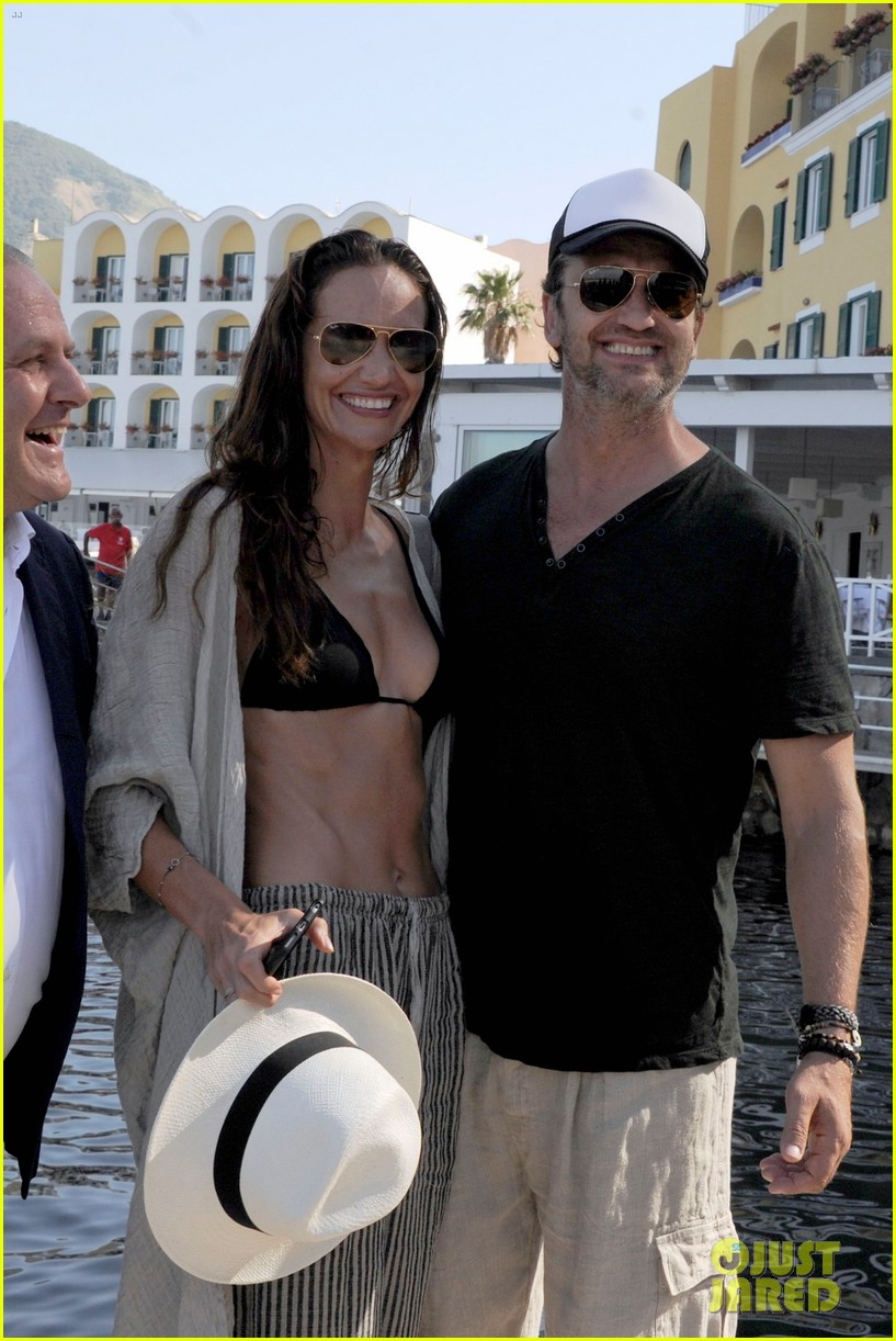 gerard butler couples up with morgan brown in italy 013703982