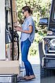 katie holmes gasses up truck 07