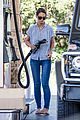 katie holmes gasses up truck 18