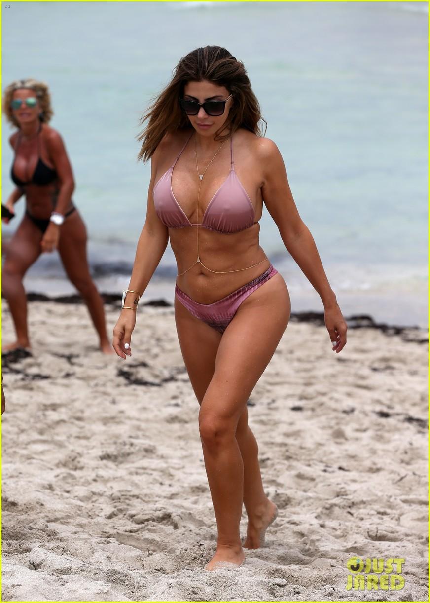 Full Sized Photo Of Kourtney Kardashian Looks Sexy In Her