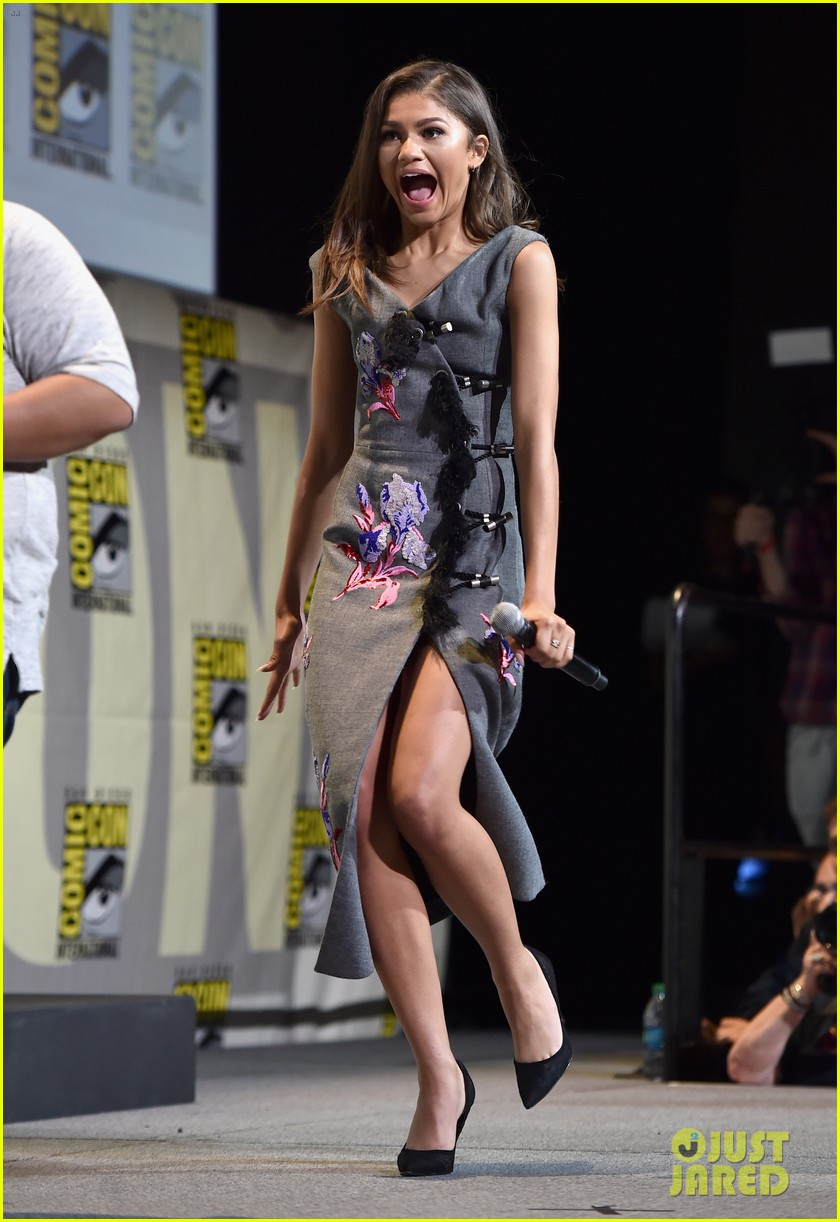 brie larson joins the women of marvel for epic comic con pic 22