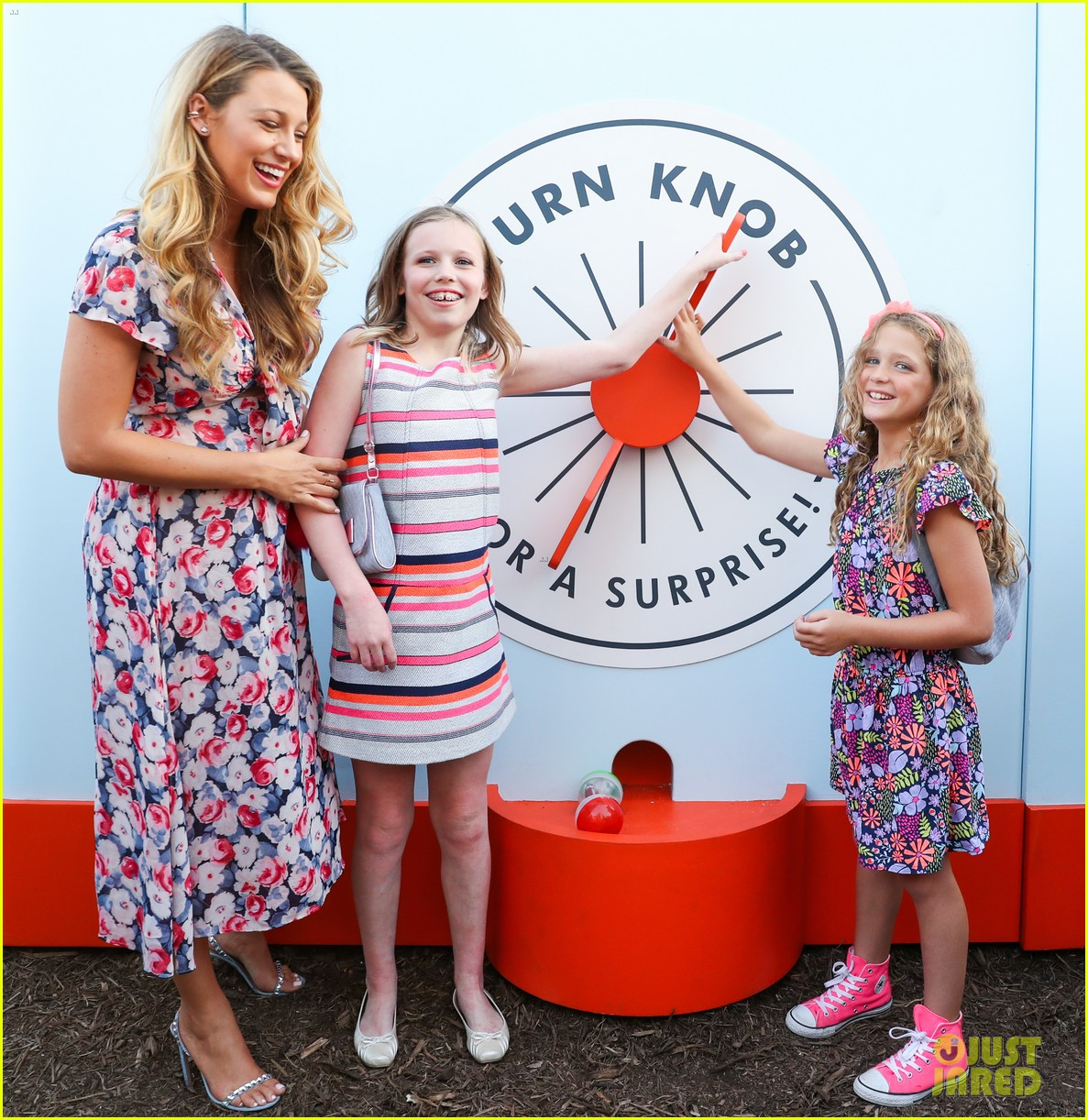 Full Sized Photo of blake lively brings ryan reynolds nieces to target ... Ryan Reynolds