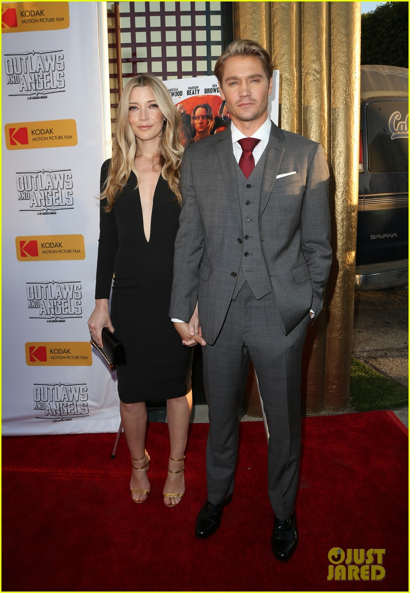 chad michael murray gets support from awesome wife sarah roemer at outlaws angels 213705259