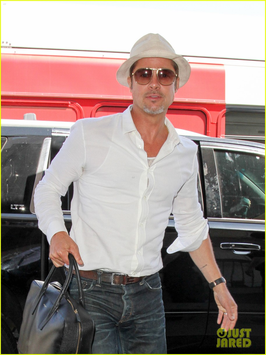 brad pitt takes flight at lax 04