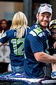 chris pratt anna faris seattle parade son jack 04