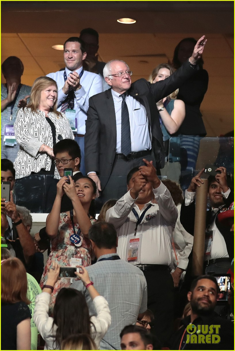 larry sanders casts vote for brother bernie at dnc 013717994