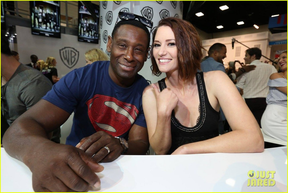 supergirl talk moving to cw comic con 013715192