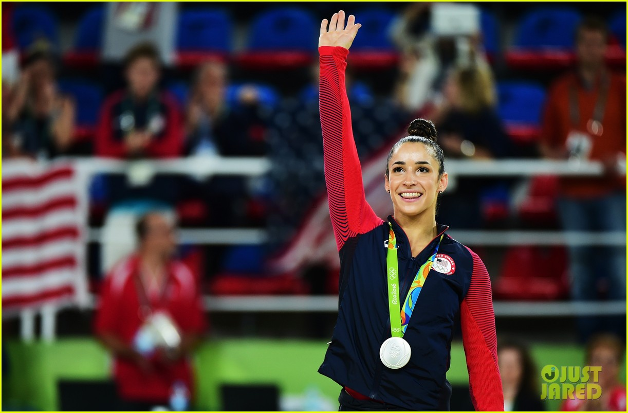 Watch Simone Biles Amp Aly Raisman S Amazing Floor Routines
