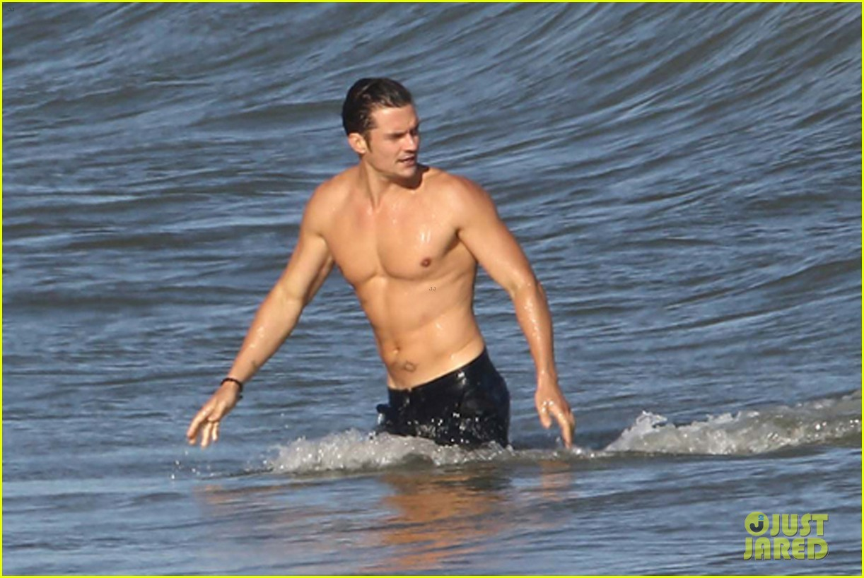 Orlando Bloom Goes Shirtless, Keeps His Shorts On in Malibu