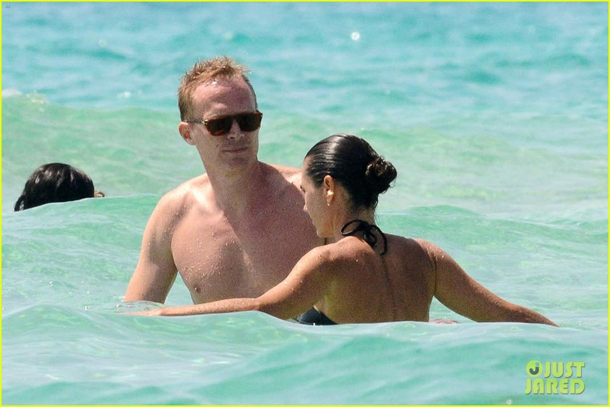 jennifer connelly paul bettany bare beach bodies in spain 09