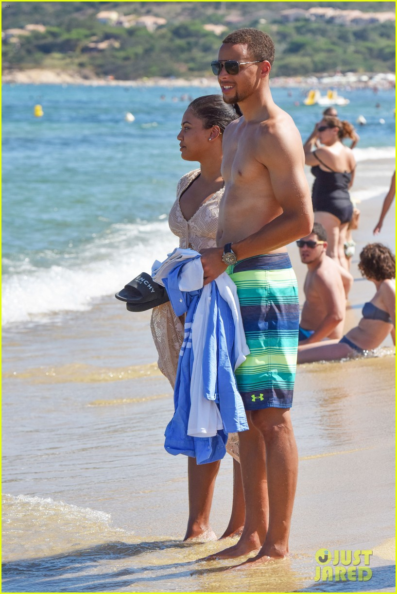 stephen curry goes shirtless for beach vacation with