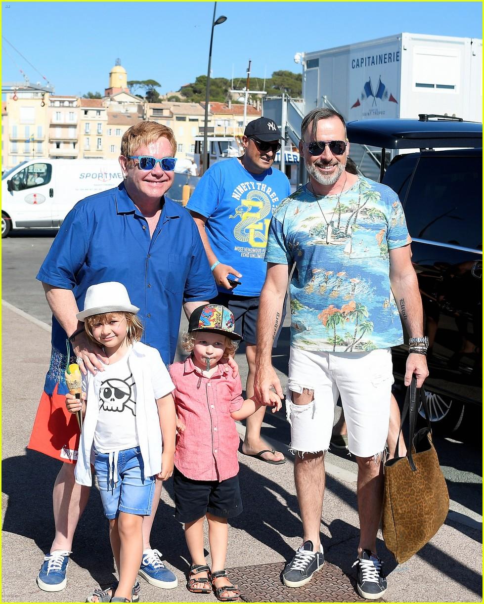 Стоянов с женой и детьми фото
