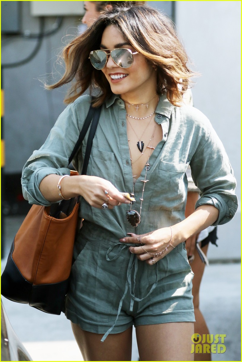 Full Sized Photo Of Vanessa Hudgens New Short Highlighted Hair After Red 10 Photo 3741847 Just Jared