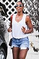 kelly rowland shows off her toned legs in short shorts00106