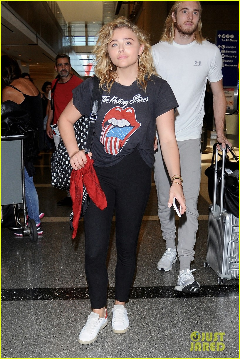 chloe moretz says people misjudge her shyness for being standoffish01113mytext3746682