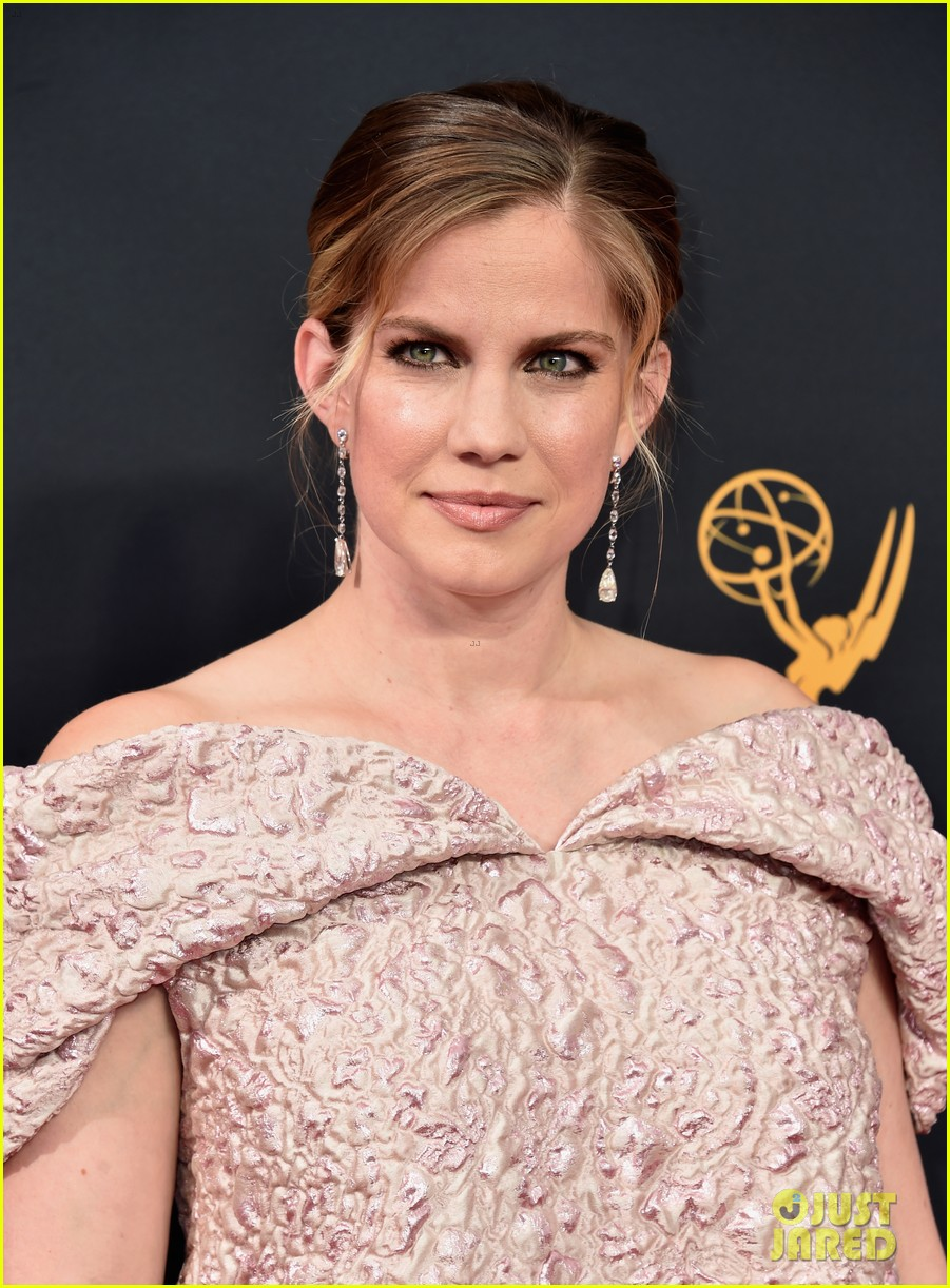 About this photo set: Anna Chlumsky and Laura Carmichael rocked unique red carpet looks this year at the 2016 Emmy Awards held at the Microsoft Theater on Sunday (September 18) in Los… Read More Here