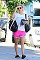 kaley cuoco and sis briana proudly show off their matching outfits 02