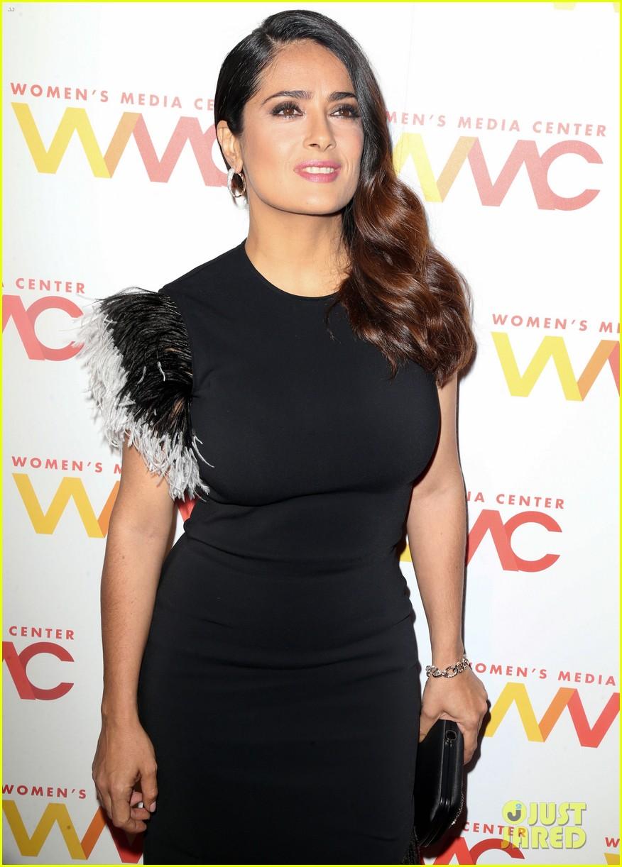 salma hayek gets honroed at womens media awards 2016 033774152