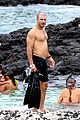 sam hunt goes shirtless in hawaii with girlfriend hannah lee fowler 09