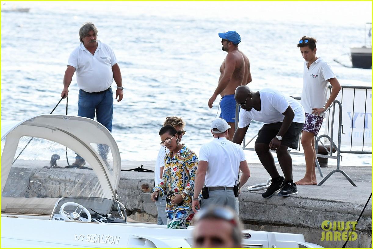 kourtney kardashian kris jenner capri vacation 37