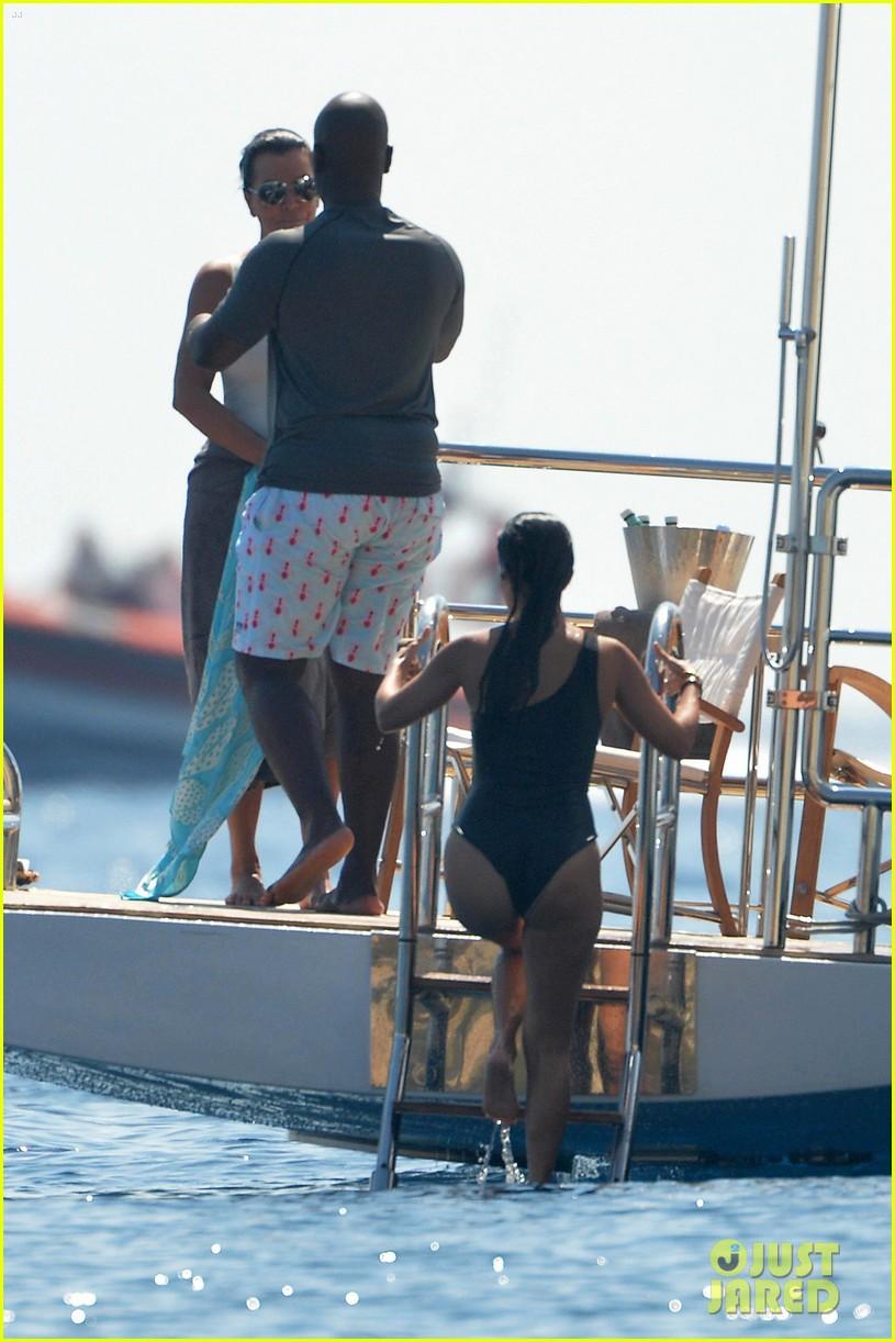 kourtney kardashian kris jenner capri vacation 393749609
