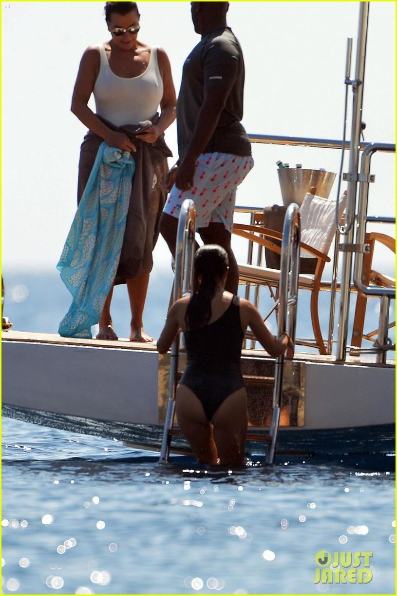 kourtney kardashian kris jenner capri vacation 403749610