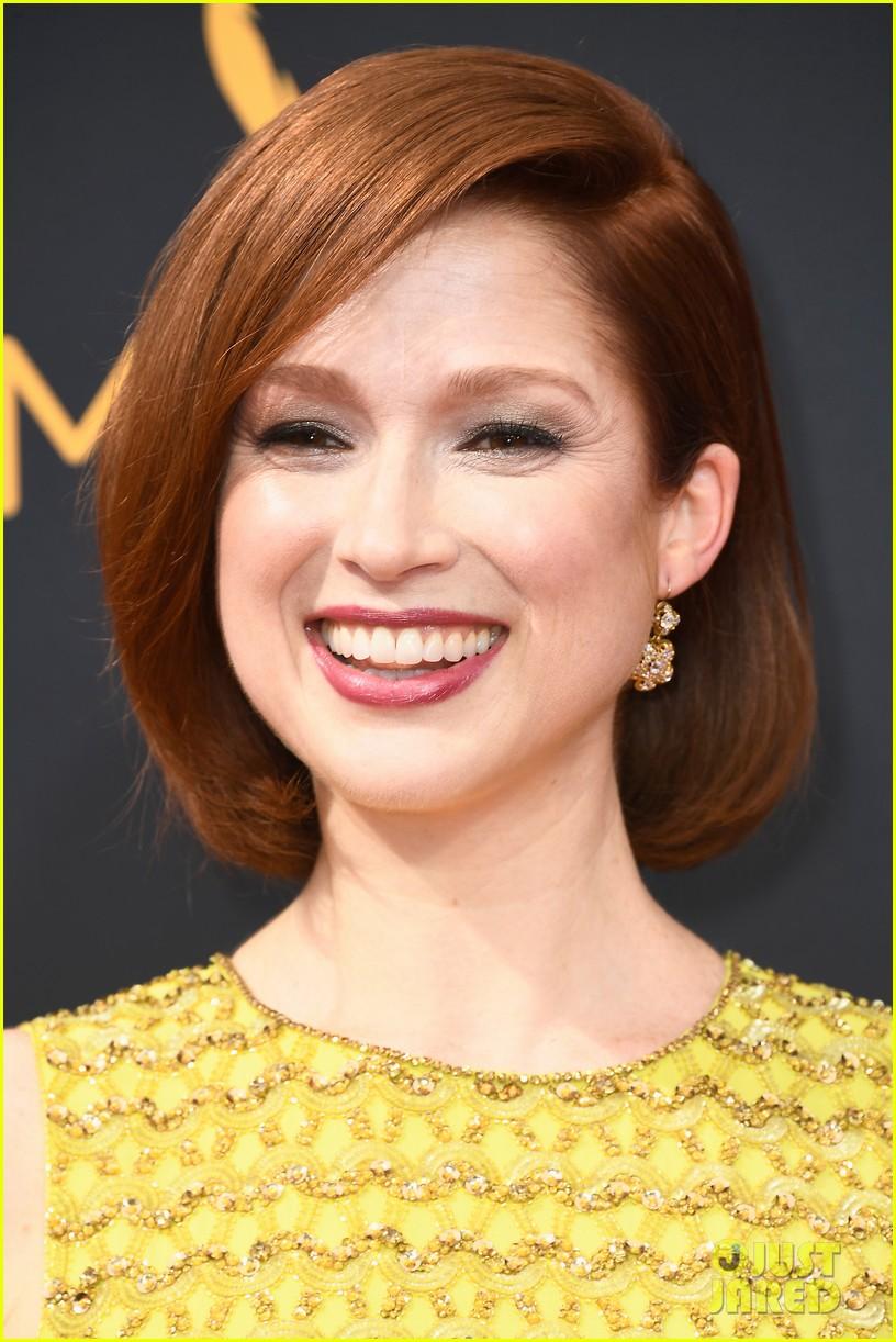 Ellie Kemper Brings Pop Of Color To Emmys 2016 Red Carpet Photo