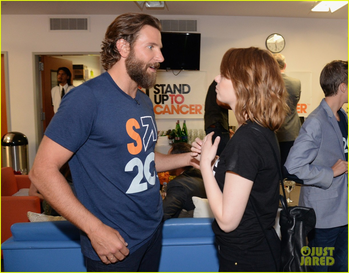 emma stone and anna kendrick team up at the stand up to cancer telecast 043754447