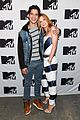 bella thorne tyler posey spotted kissing holding hands 01