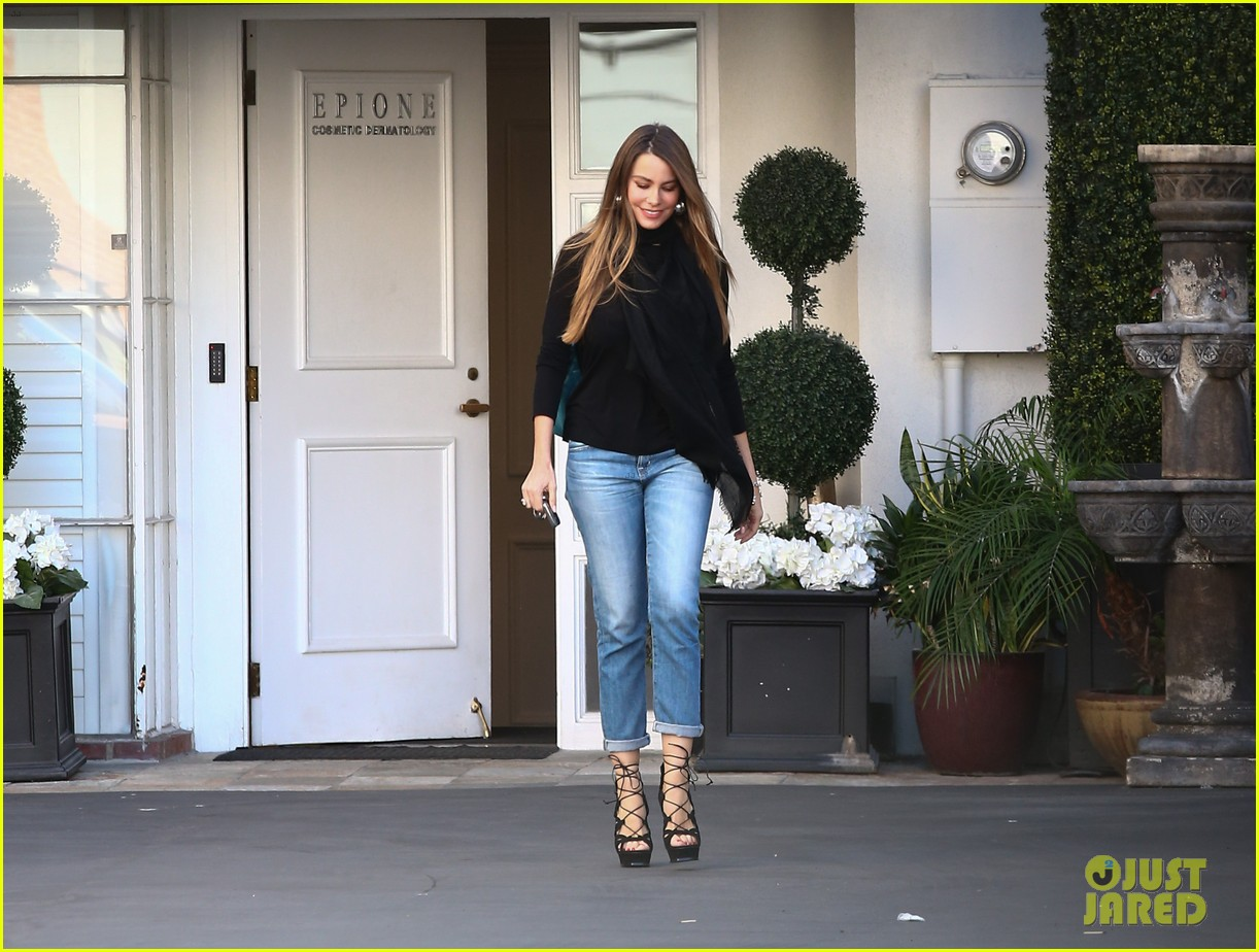 sofia vergara shares some delicious pics from her london trip 123747440